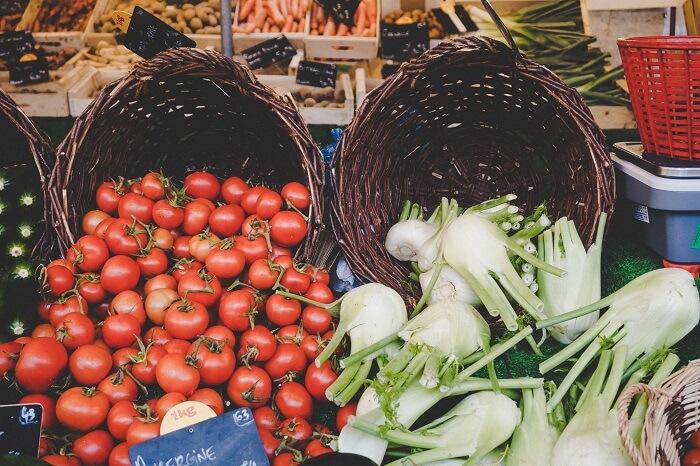 Gemüse auf einem Marktstand