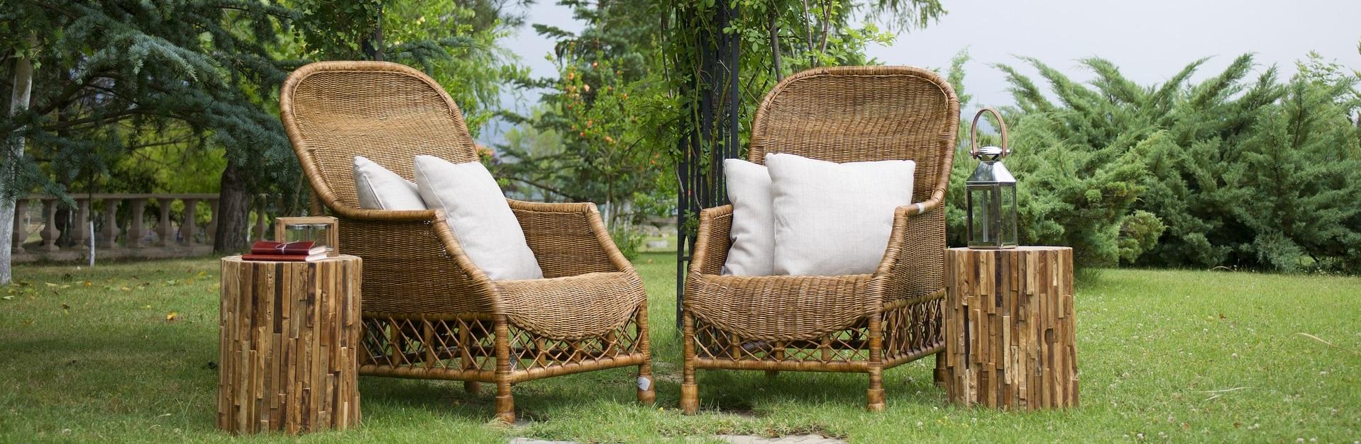 verschiedene Gartenmöbel aus Bambus