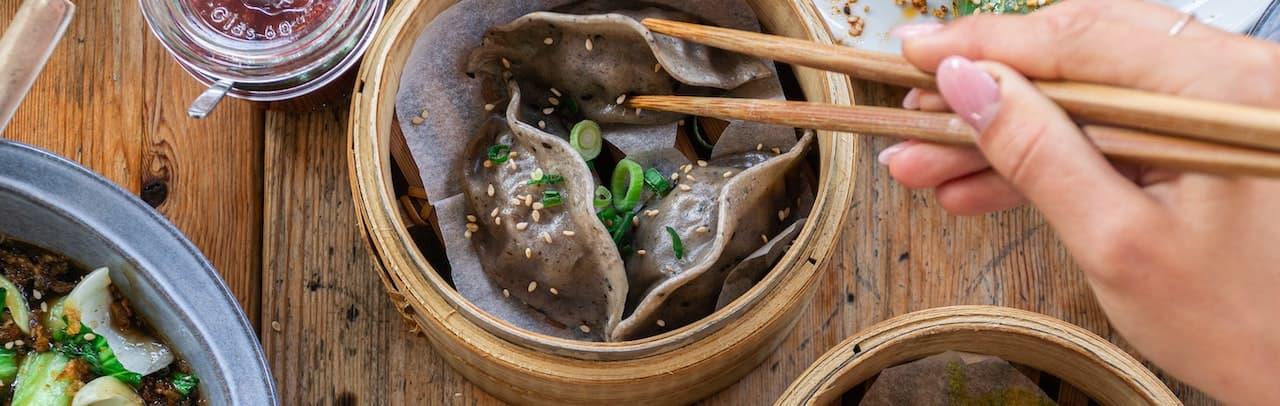 Dim Sum in einem Bambusdämpfer