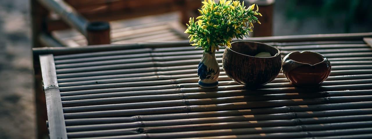 Bambus Gartentisch Teaserbild